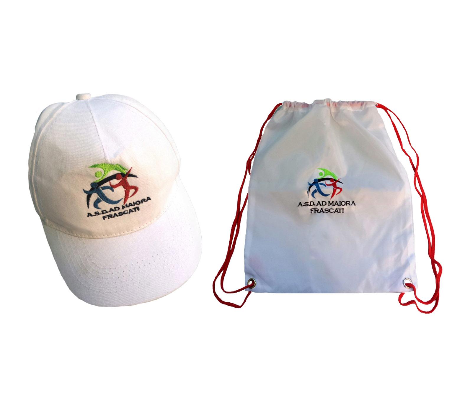 foto-cappellino-e-sacca